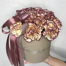 Цветы в шляпной коробке 1618