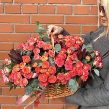 Кустовые розы в корзине 1712