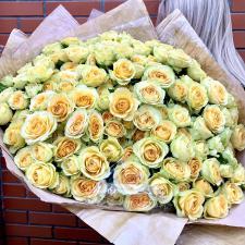 Букет из желтых кустовых роз бандолеро 1858