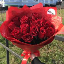 Букет из 15 красных роз 1905