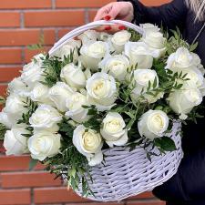 Белые розы в корзине 1938