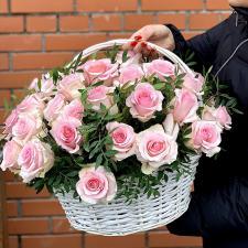 Белые розы в корзине 1939