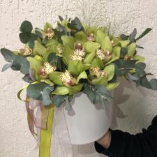 Зеленые орхидеи в шляпной коробке М 1995