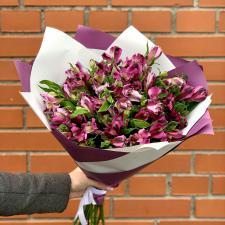 Букет из фиолетовых альстромерий