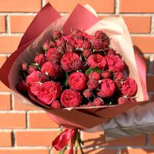 Букет красных кустовых пионовидных роз 2043