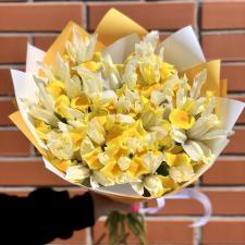 Букет из 25 желтых ирисов