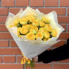 Букет пионовидных желтых кустовых роз 2079