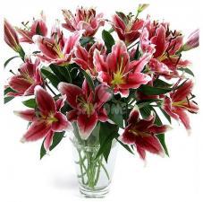 Букет из красно-розовых лилий
