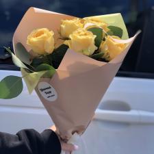 Букет лимонных пионовидных роз